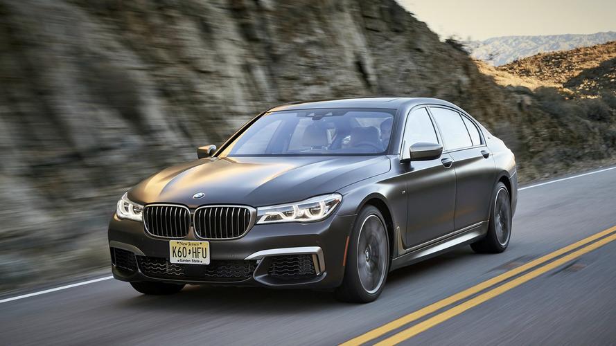 A BMW is kivághatja V12-es motorját a kínálatból
