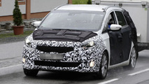 Next-generation Kia Rondo spy photo 24.5.2012