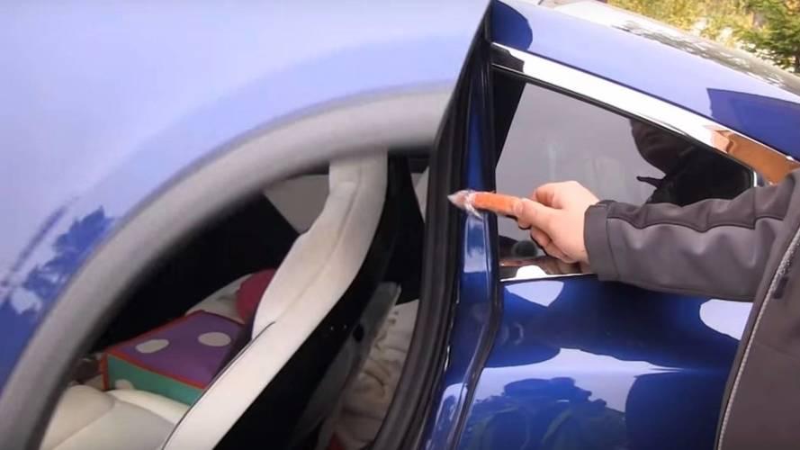 Tesla Model X kapı testi