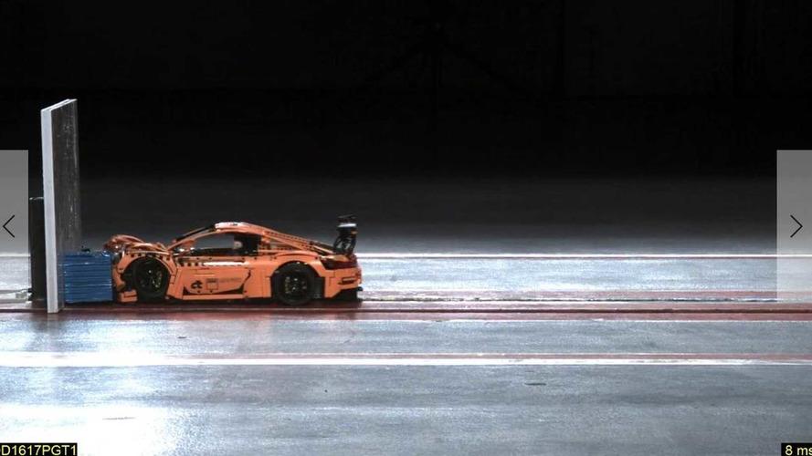 Crash-test mostra nível de segurança do Porsche 911... de Lego