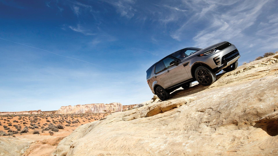 Land Rover Offers Driving Experience In Namibia And Utah