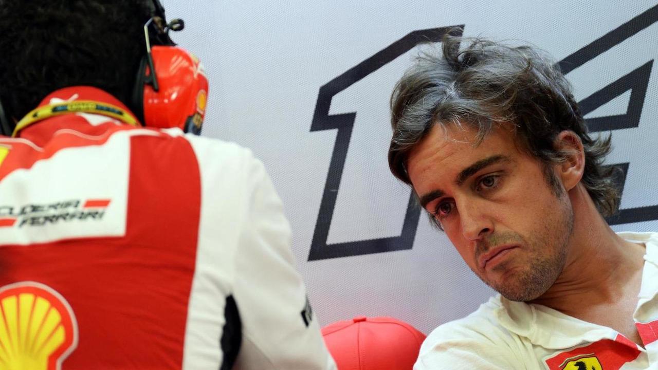 Andrea Stella (ITA) with Fernando Alonso (ESP), 04.04.2014, Bahrain Grand Prix, Sakhir / XPB