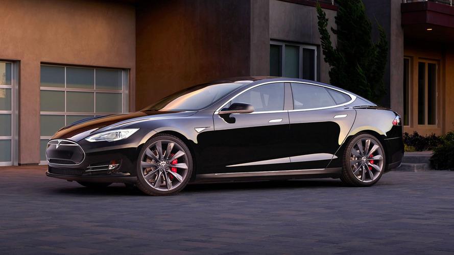 Tesla fica aquém da meta de vendas programada para 2016