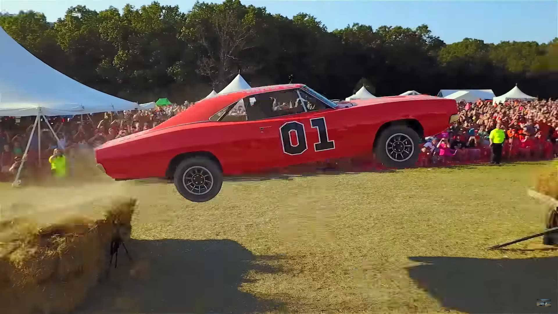This General Lee Dodge Charger Is Actually A Ford Crown