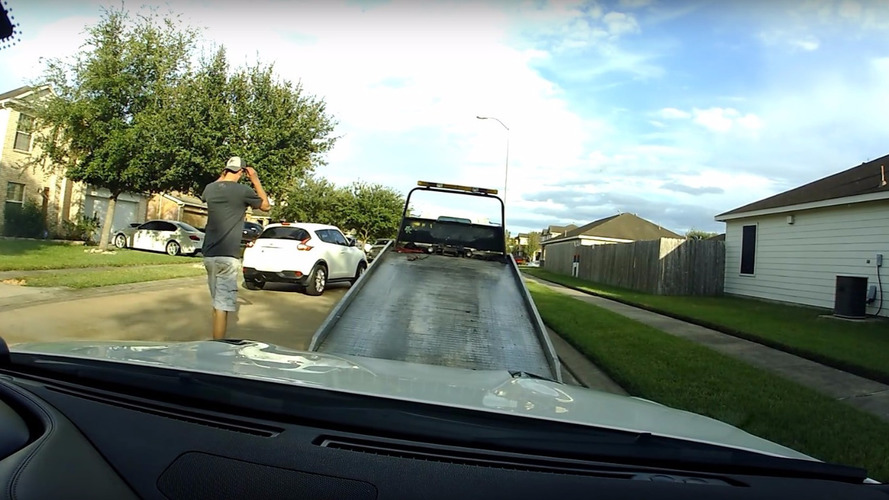 Dashcam catches tow truck driver joyriding Nissan GT-R