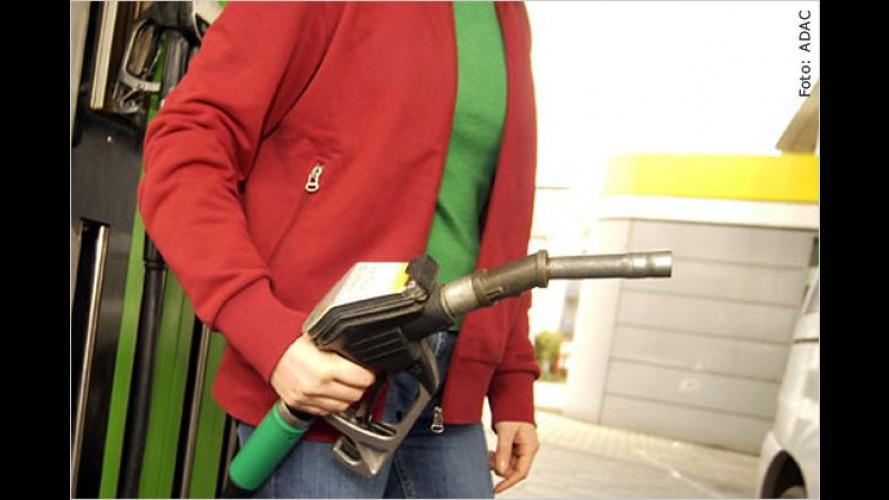 Chaos um E10-Kraftstoff: Kritik an Ölkonzernen