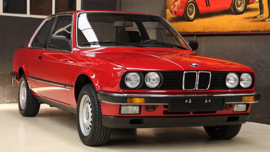 BMW Série E30 323i presque neuve à vendre