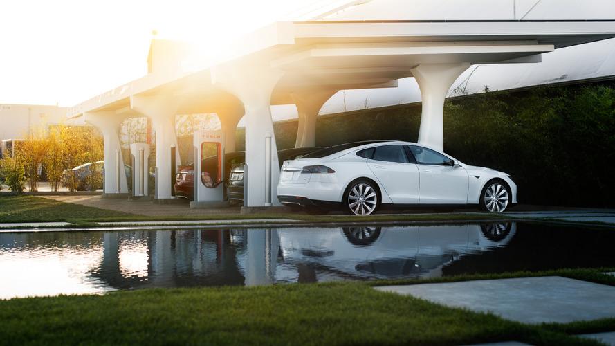 Tesla prépare de nouveaux superchargeurs encore plus puissants