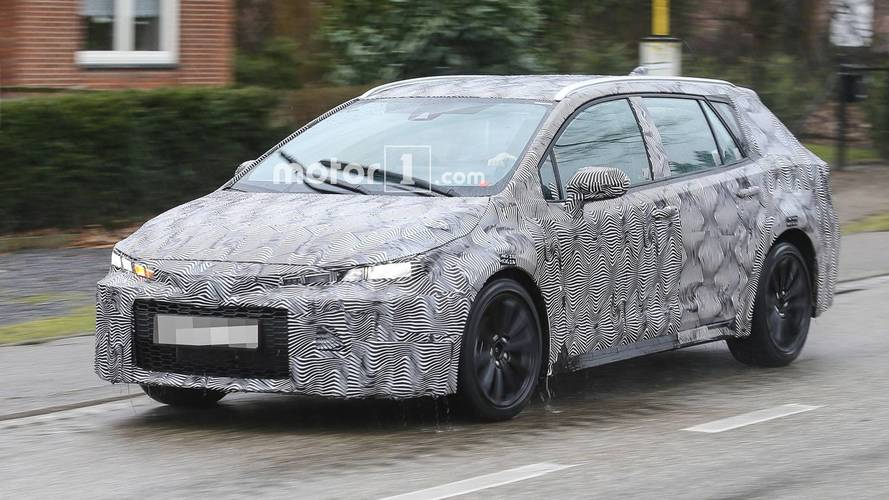 Toyota Auris TS Wagon Spied Getting a Wet Workout