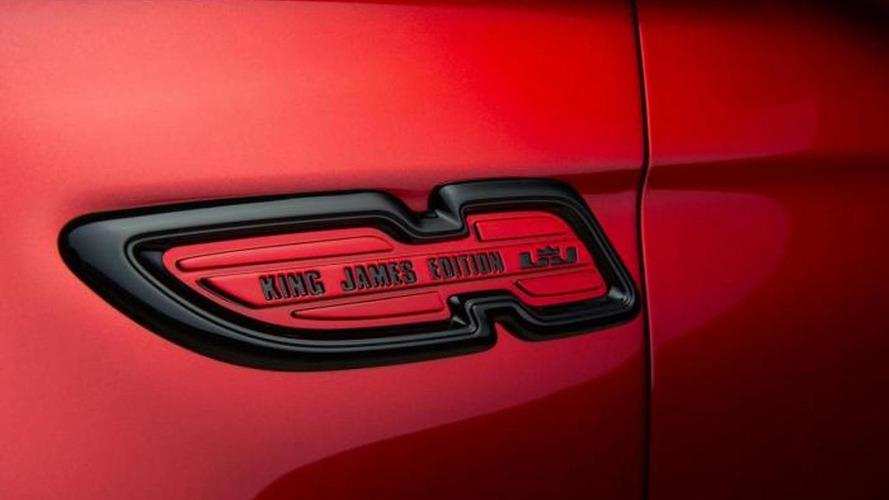 LeBron James teases the Kia K900 King James Edition