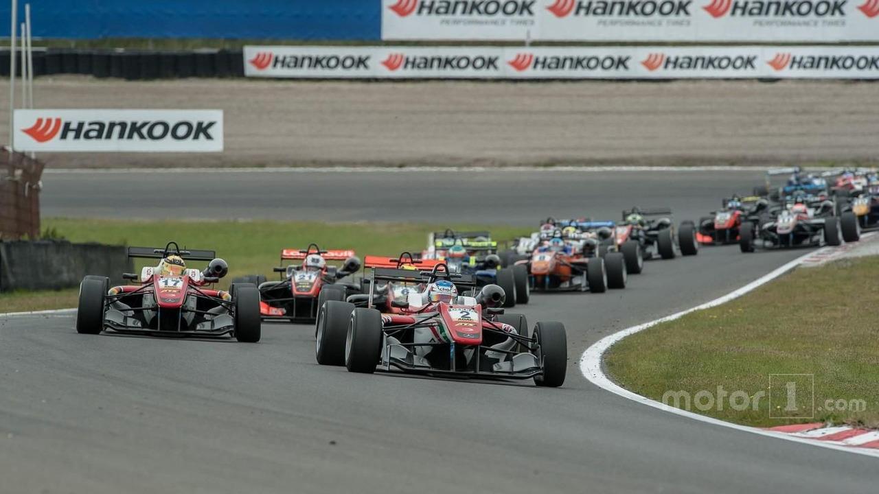 Start, Nick Cassidy, Prema Powerteam Dallara F312 - Mercedes-Benz