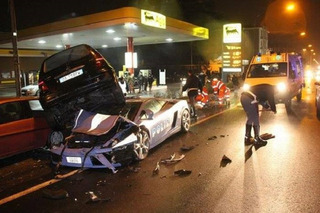 Lamborghini Gallardo Police Car Gets Run Over by a Mercedes
