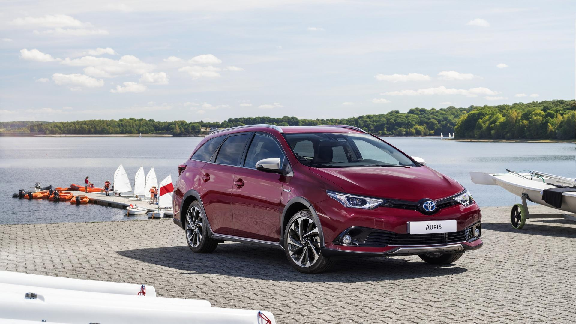 toyota auris sports touring freestyle debuts with cosmetic tweaks. Black Bedroom Furniture Sets. Home Design Ideas