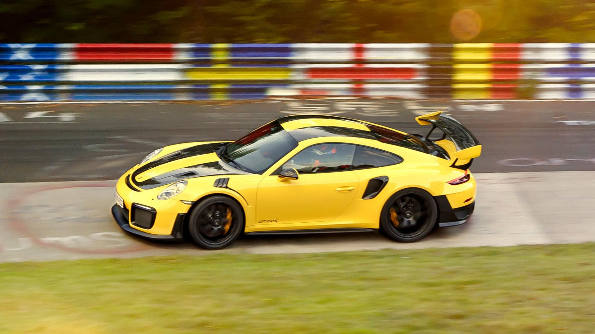 see porsche 911 gt2 rs set rwd nurburgring record with 6 47 3 lap. Black Bedroom Furniture Sets. Home Design Ideas