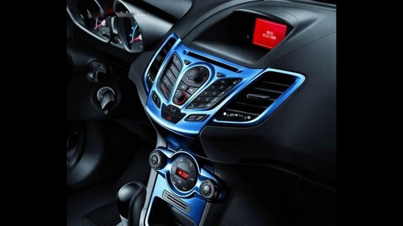 Ford Fiesta ganha edição limitada Blue & White na China