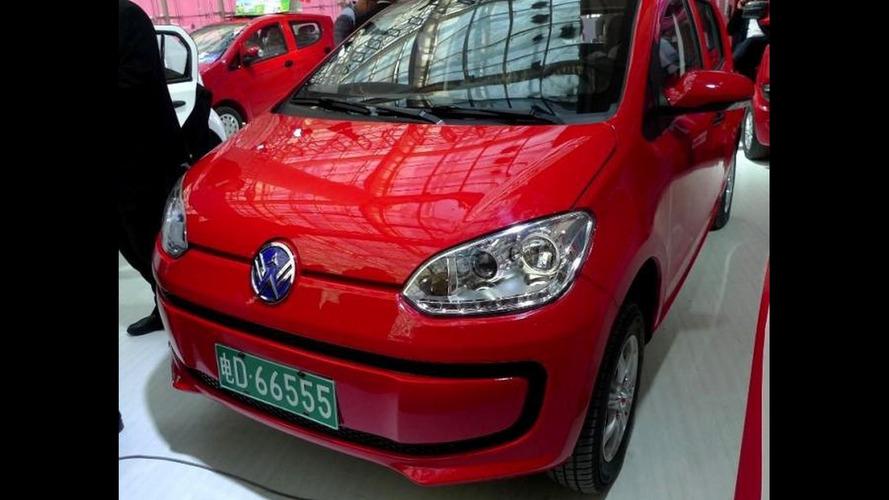 Cópias descaradas do VW up! surgem em feira de veículos elétricos