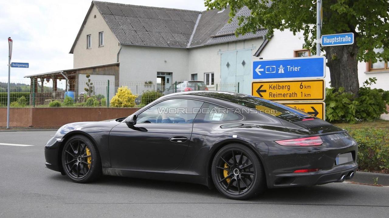 2016 Porsche 911 facelift spy photo