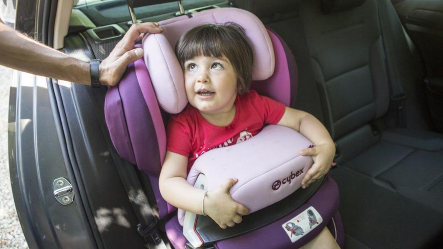 Bimbi dimenticati in auto, urge una legge contro altre tragedie