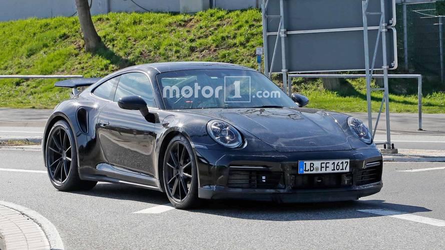 Yeni Porsche 911 Turbo yine Nürburgring'de