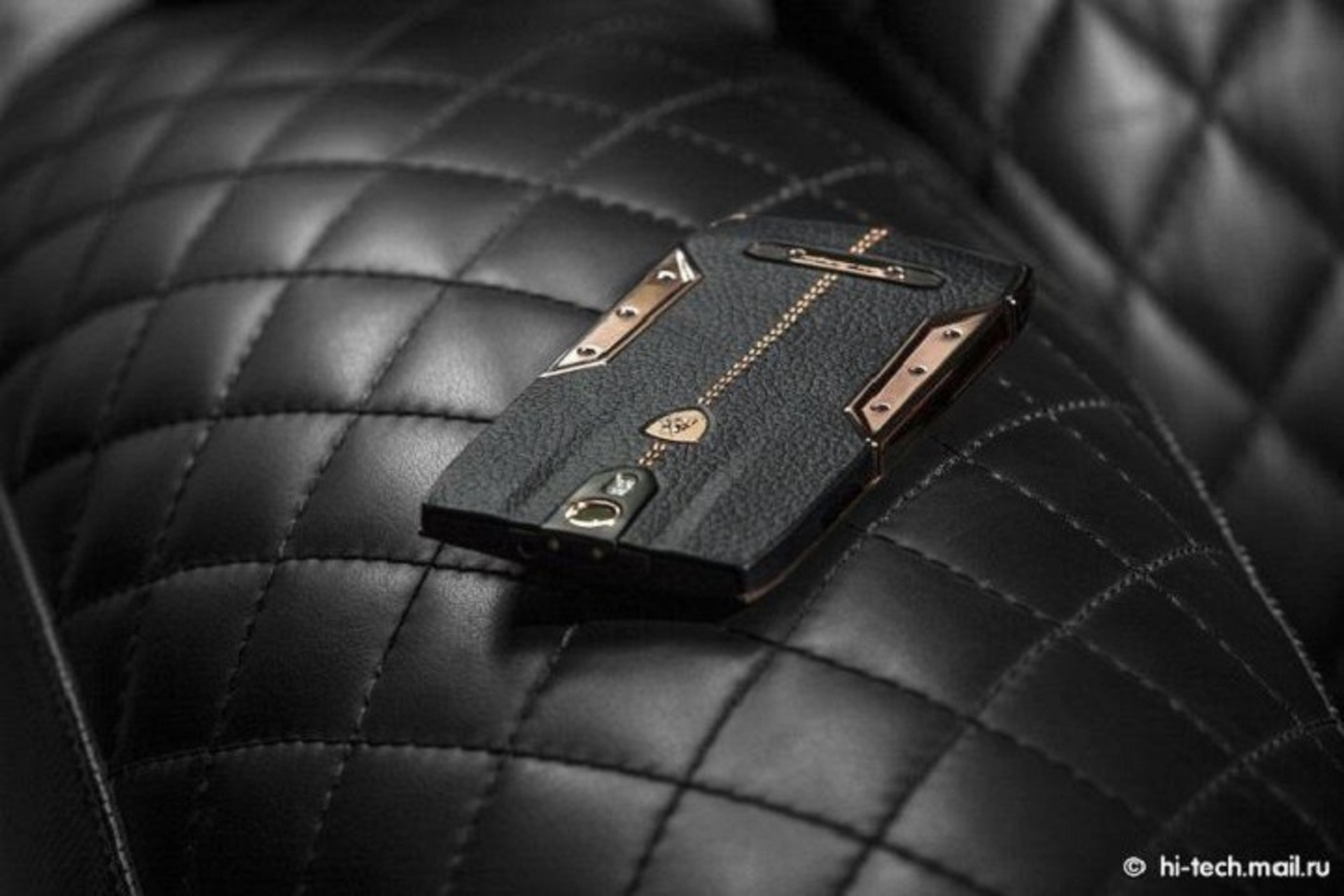 You Can Buy a Lamborghini Android Phone For Just $6K
