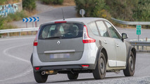 2017 Renault Grand Scenic mule spied for the first time
