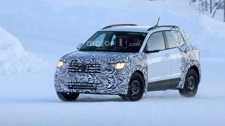 Volkswagen'in T-Cross kompakt crossover'ı karlar üzerinde görüntülendi