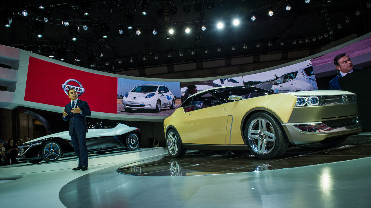 Carlos Ghosn with Nissan IDx Concept