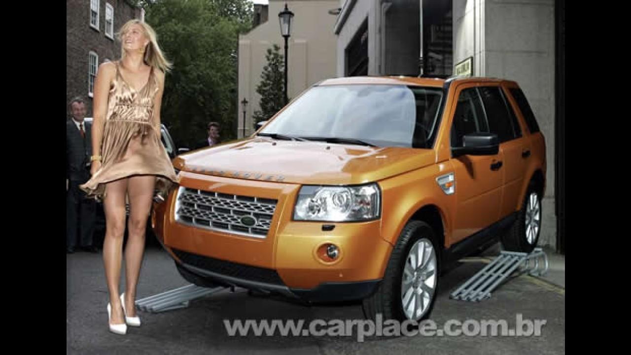 Maria Sharapova mostra a linha 2009 do Land Rover Discovery 3 em Augora Hills