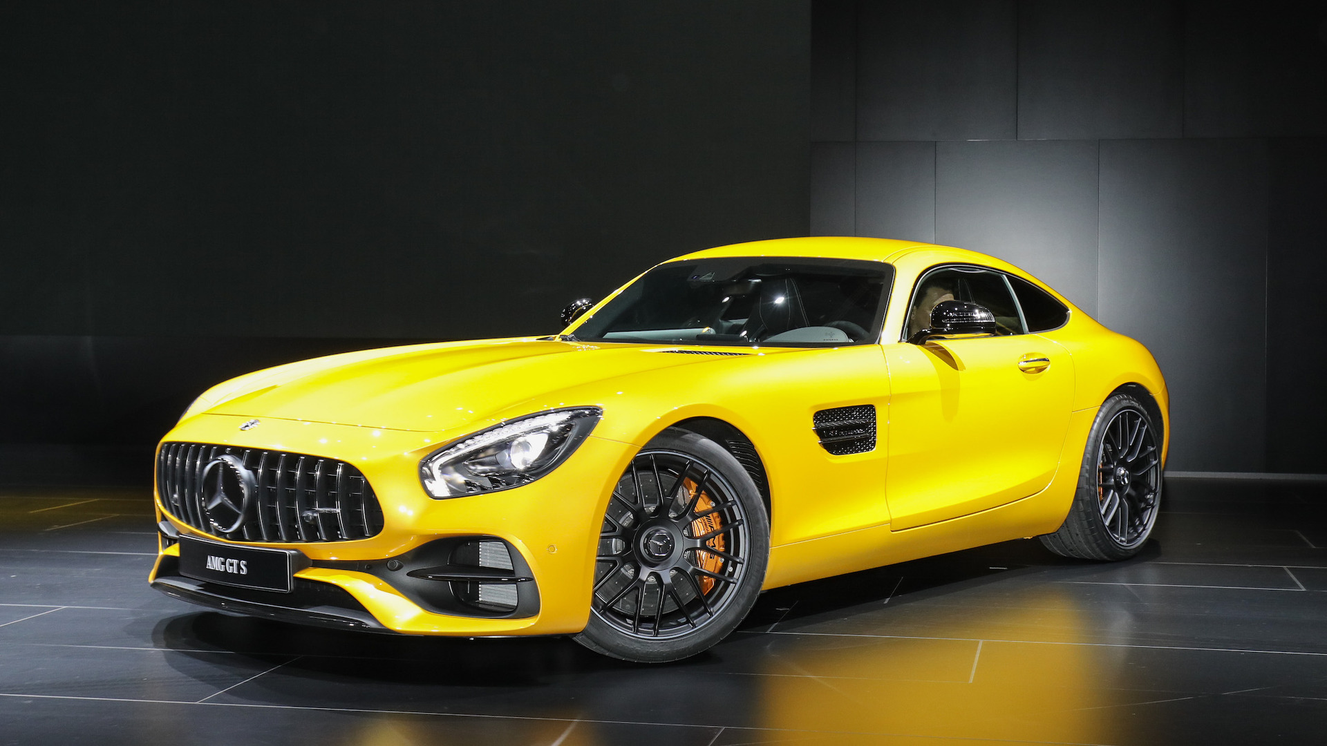 new mercedes amg gt c coupe is the friendlier gt r in detroit. Black Bedroom Furniture Sets. Home Design Ideas