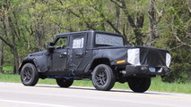 2019 Jeep Wrangler pickup spy photo