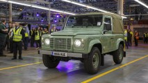 Jeep se despede do Land Rover Defender em publicação no Facebook