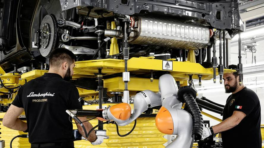 Urus spotted in Lamborghini factory with no clothes on