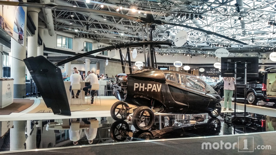 La voiture - hélicoptère au salon Top Marques de Monaco