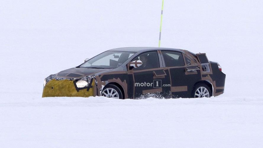 Flagra! - Próxima geração do Toyota Corolla já está em testes