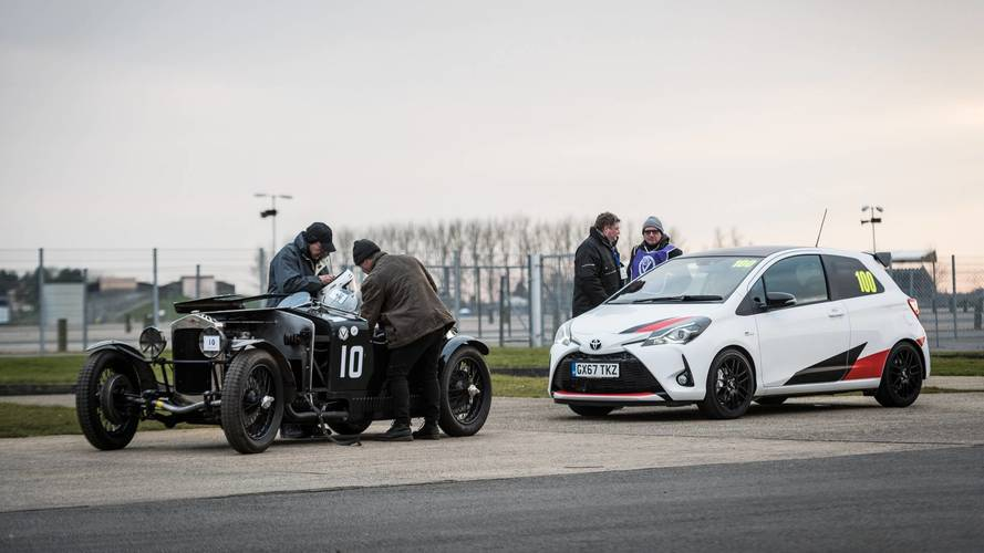 Quand la Toyota Yaris GRMN se mesure à des voitures de collection