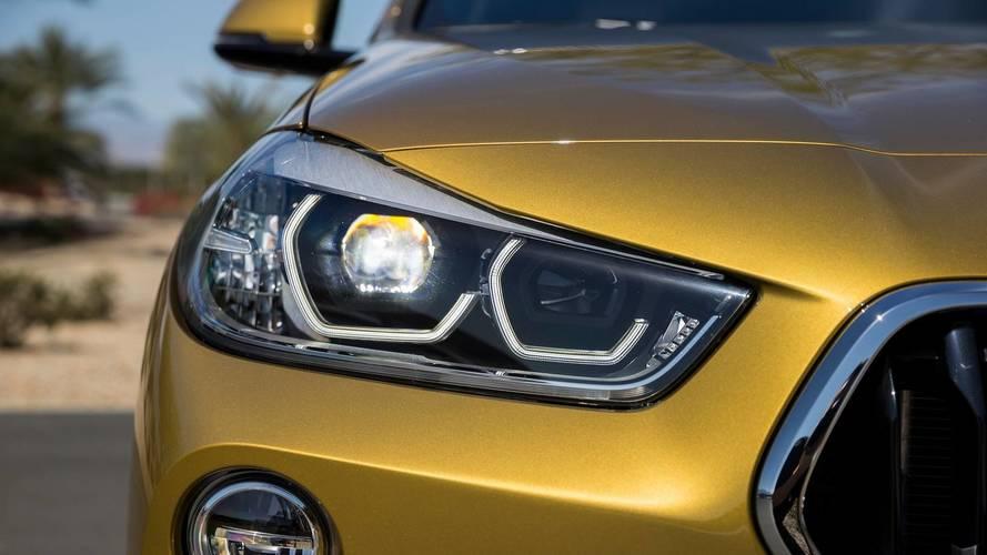 BMW, yeni X2 reklamında Mercedes GLA'ya taş atıyor