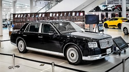 Video Proves The 2018 Toyota Century Is Truly Special