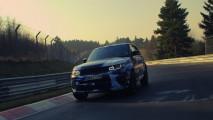 Range Rover Sport SVR mette alla prova i suoi 550 CV a Goodwood