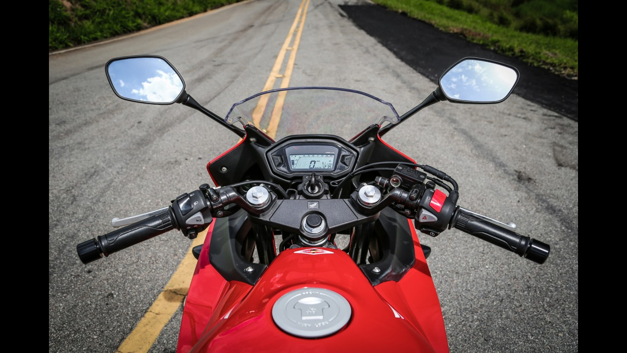 """Avaliação: Honda CBR 500R e Kawasaki Ninja 300 em """"caçadores de emoção"""""""