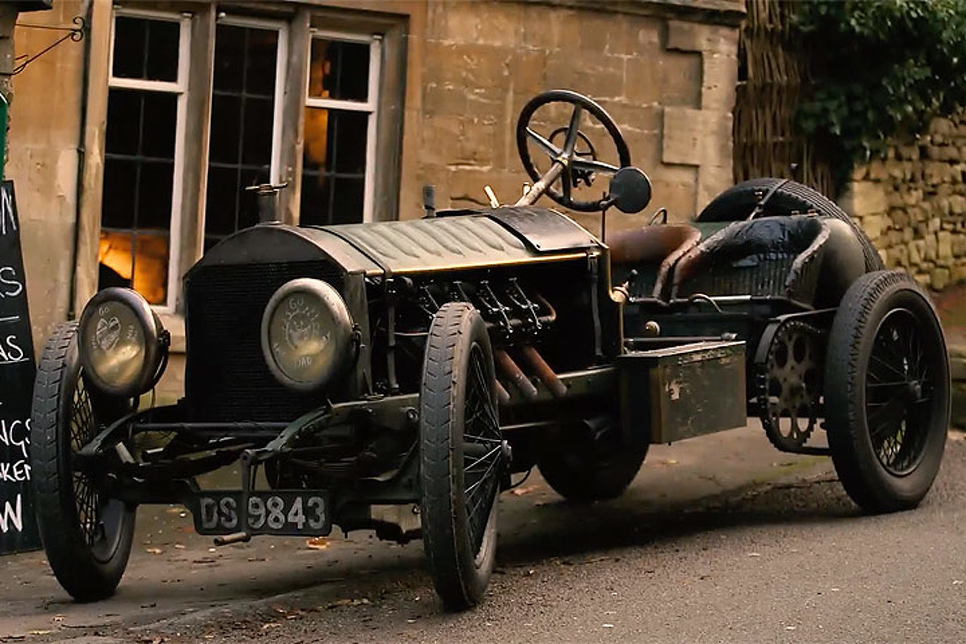 Driving a Fire-Breathing Car from 1903 is Hard Work