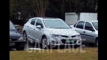 Flagra: Novo Cruze Hatch é pego no Brasil antes da estreia no Salão do Automóvel