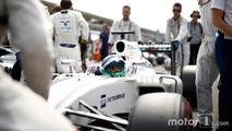 Felipe Massa, Williams FW38 Mercedes, arrives on the grid