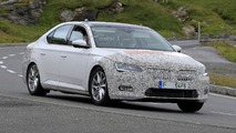 Skoda Superb facelift spy photos