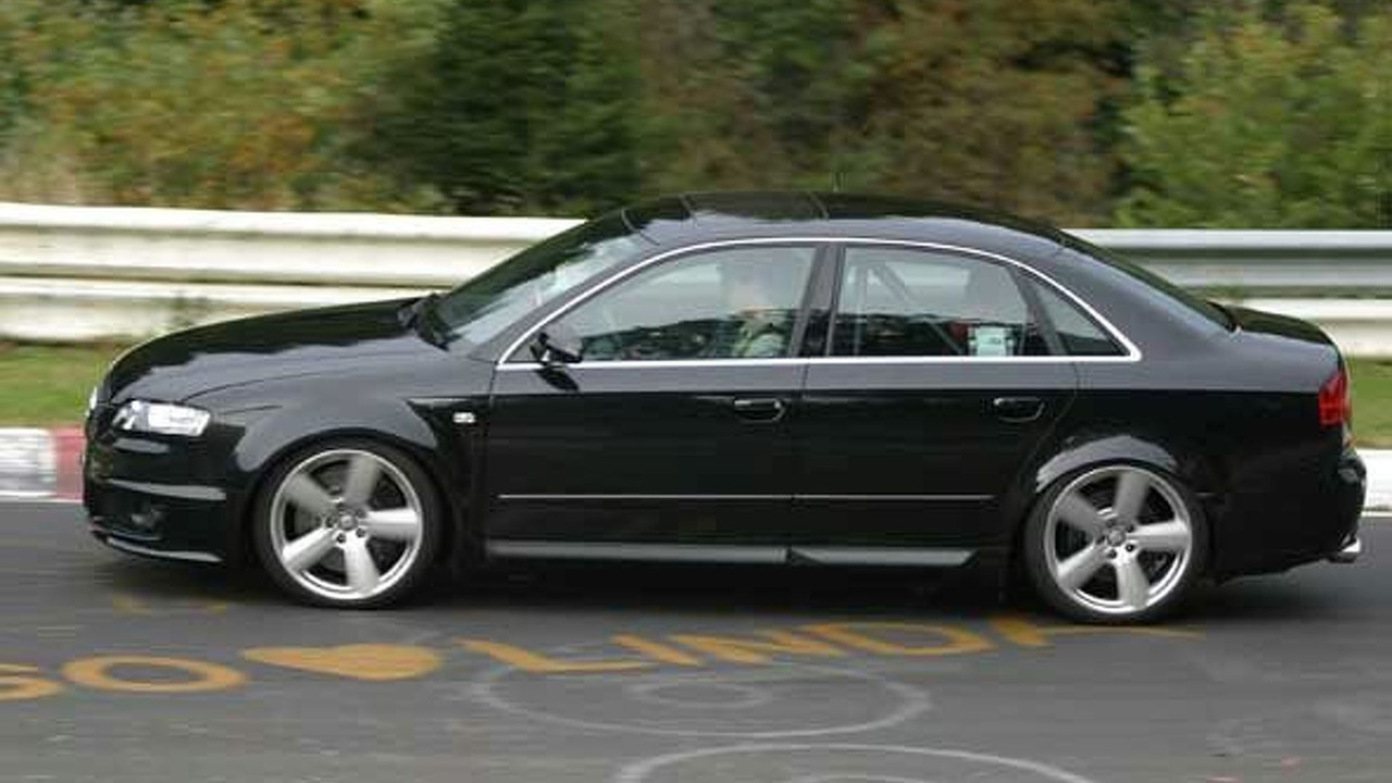 New Audi RS 4 testing at Nurburgring