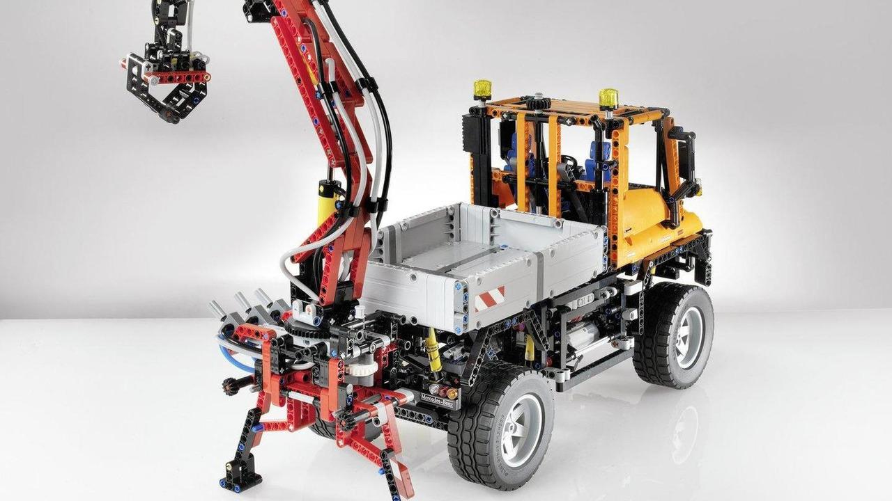 Mercedes-Benz Unimog U 400 by LEGO 02.06.2011