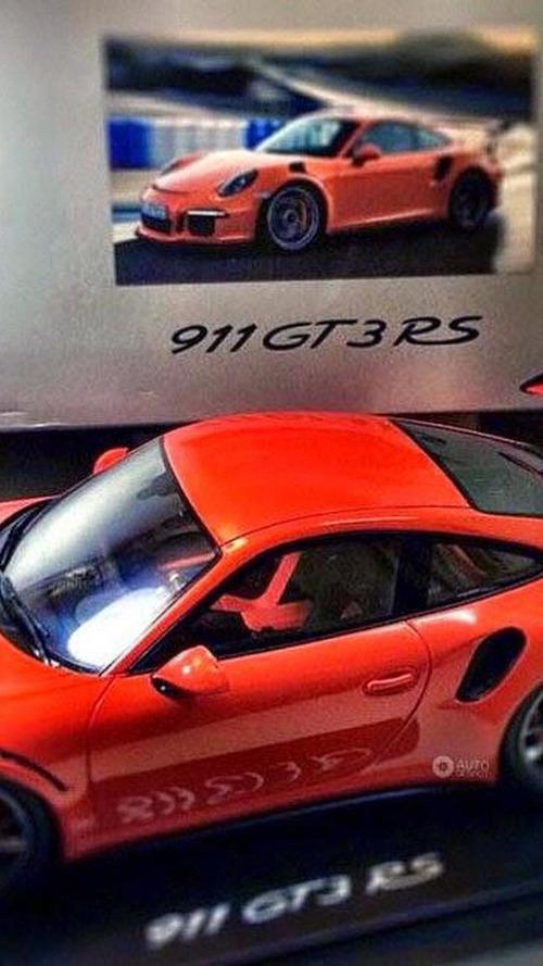 Porsche 911 GT3 RS scale model shows Java Orange launch color
