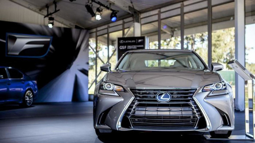Lexus GS facelift photographed in the metal for the first time