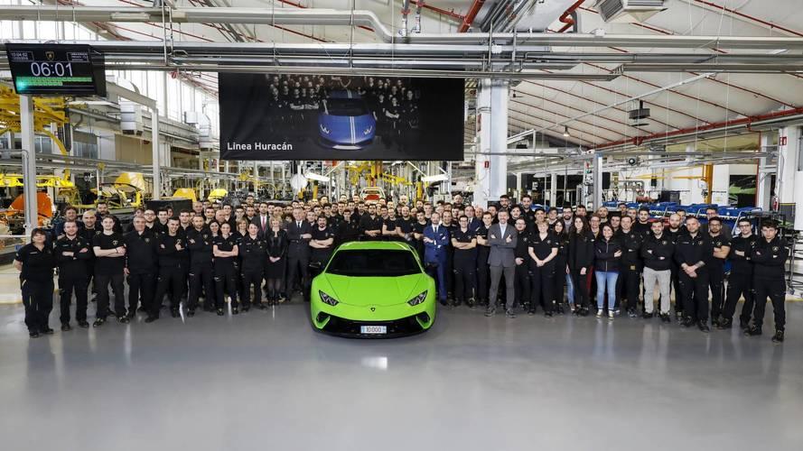 Lamborghini, 10.000'inci Huracan satışını kutluyor