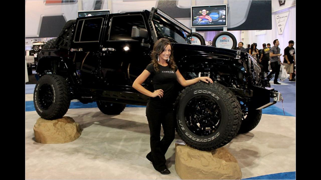 Würde das Girl nicht so nett grinsen, hätten wir sie vor dem massigen Jeep fast nicht gesehen