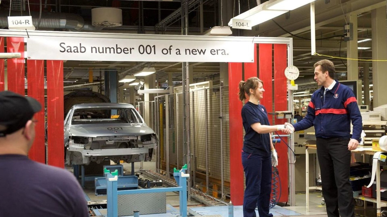 Saab resumes production, first Saab 9-5 saloon down line, Trollhättan, Sweden, 22.03.2010